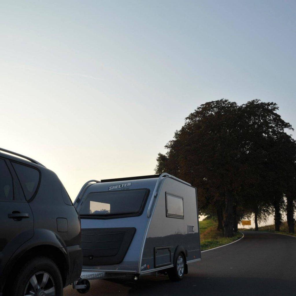 Kip-Shelter-kleine-caravan-onderweg