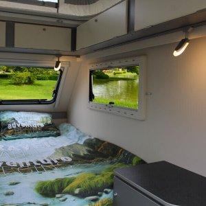 Kip Shelter Plus een compacte caravan