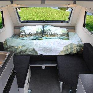 Kip Shelter Plus zitgedeelte en bed