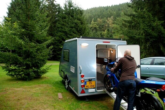 Kip Shelter Motor inladen