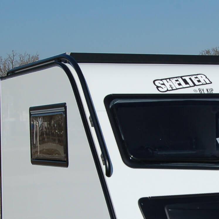 Shelter Black & White - Zwarte elementen