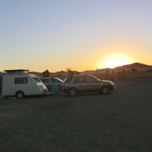 Fam-Bom-Shelter-omgeving-sahara-zonsondergang