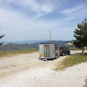 Fam-Bom-omgeving-onderweg-uitzicht-achterkant